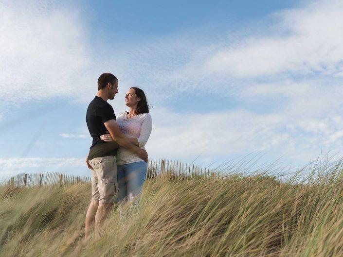 Love Tales - Elvire Van Ooteghem - koppel-fotoshoot-zwangerschap-bolle-buik-zee-2