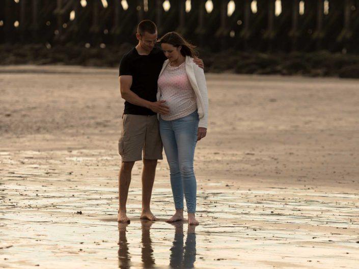 Love Tales - Elvire Van Ooteghem - koppel-fotoshoot-zwangerschap-bolle-buik-zee-8