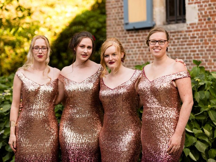 trouwfotograaf bruidsmeisjes huwelijksceremonie glitter