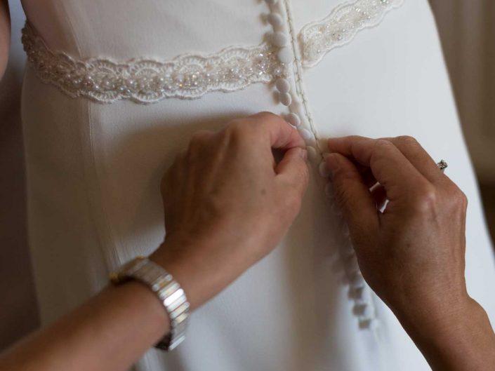 trouwfotograaf dendermonde huwelijksfotograaf detail trouwjurk