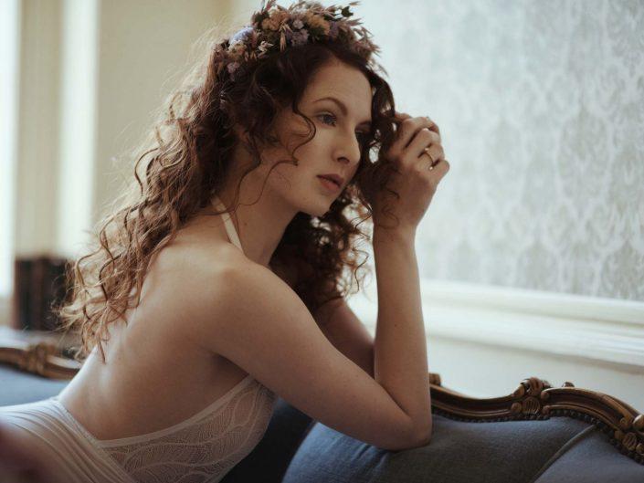 bridal boudoir shoot vrouwelijke fotograaf lingerieshoot