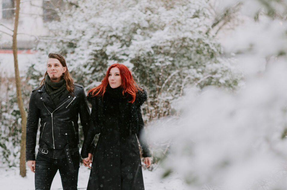 Winterliefde in de sneeuw