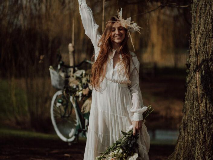 bruidsboeket bloemenkroon trouwen trouwfotograaf huwelijksfotograaf